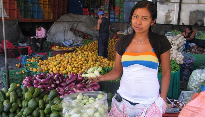 A vendor holding pipián at a wholesale market in San Salvador, El Salvador in 2010. (Photo by Frank Mangan)