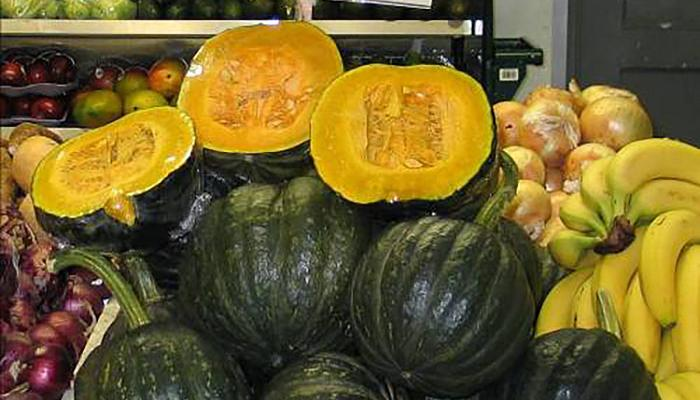 Abóbora japonesa grown in Massachusetts for sale at a market in Framingham Mass. in 2007 (Photo by Maria Moreira)